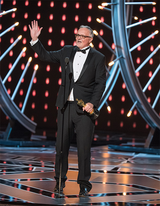 Lee Smith accepts the Oscar for achievement in Film Editing. Photo credit: Valerie Durant / A.M.P.A.S.